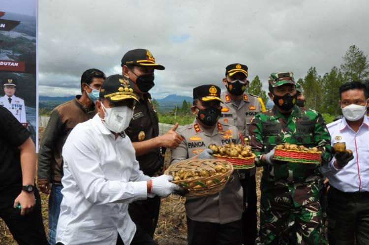 Kapoldasu Dampingi Menko Marves RI Tinjau Pengembangan Pertanian di Humbahas