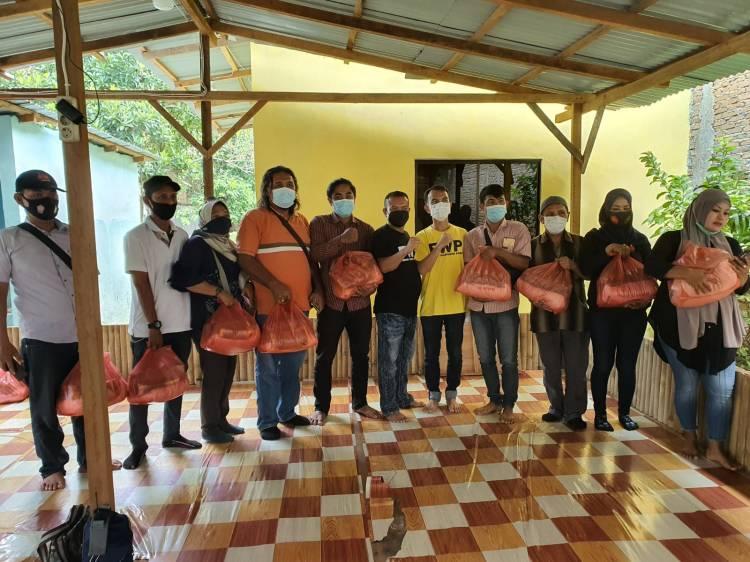 Sekretaris dan Bendahara FWP Serahkan Bantuan Kabareskrim kepada Anggota