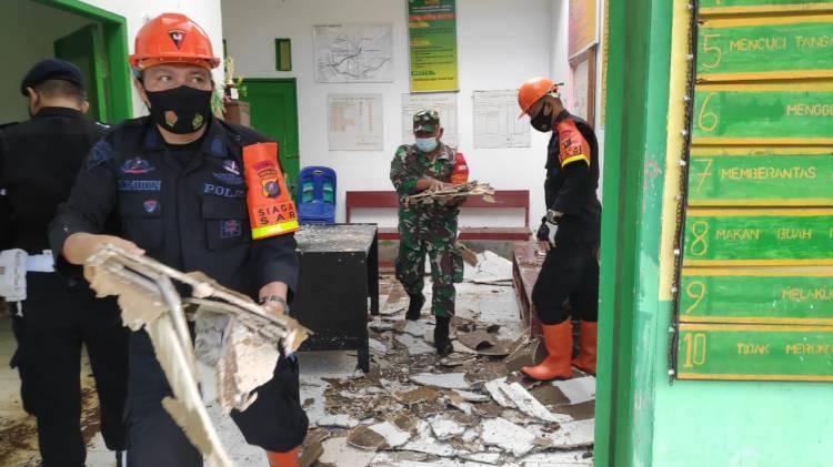 Brimob Bantu Proses Evakuasi Puting Beliung