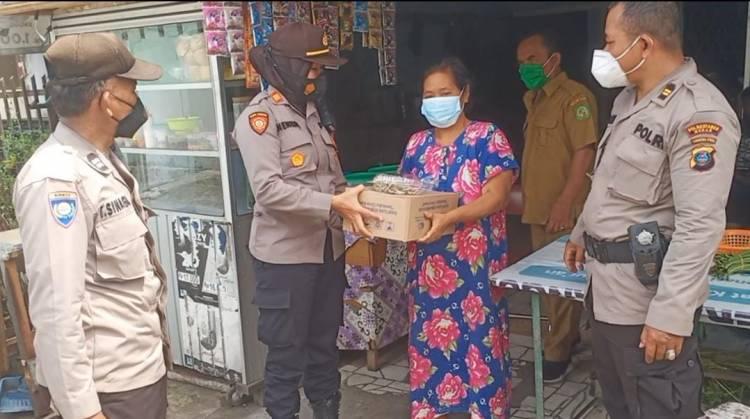 Polsek Patumbak Salurkan Sembako Bantuan Kapoldasu pada Warga Terdampak PPKM