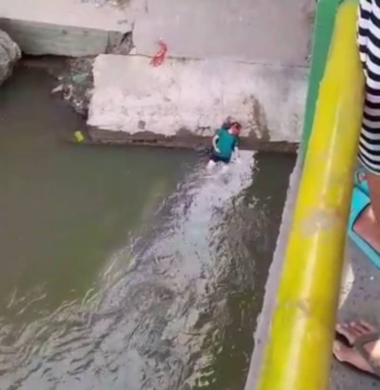 Pria Tionghoa Lompat dari Jembatan Titi Papan