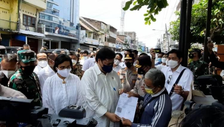 PKL di Medan Senang Dapat Bantuan dari Airlangga Hartarto