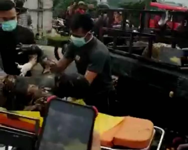 Mobil Pengangkut Buah Laka dan Terbakar, Sopir Tewas